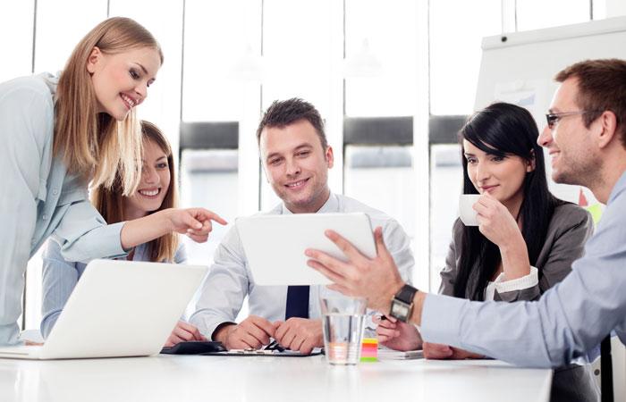 SMM_компании_общаются_с_клиентами_700